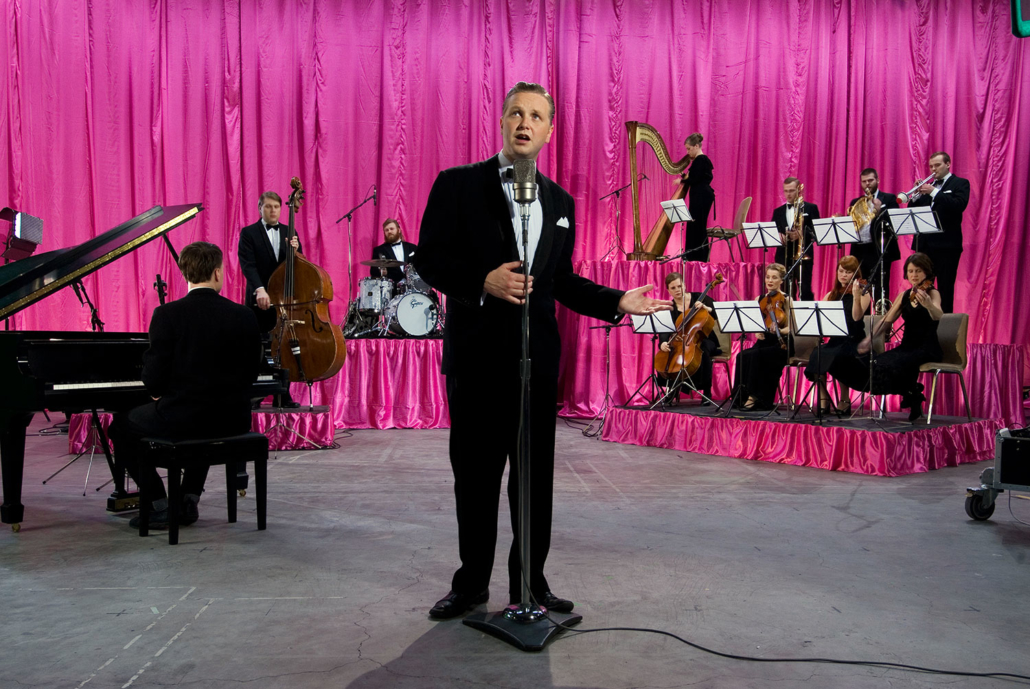 Ragnar Kjartansson (b. 1976, Reykjavik, Iceland; lives and works in Reykjavik, Iceland) God, 2007 Video Video Time: 30 minutes 7 seconds Music by Davð Þór Jónsson and Ragnar Kjartansson Collection of the Museum of Contemporary Art, North Miami; Museum Purchase with funds provided by POP Bollywood © Ragnar Kjartansson; Courtesy of the artist, Luhring Augustine, New York and i8 Gallery, Reykjavik. Photo: Rafael Pinho